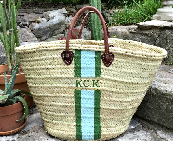 French Inspired Monogrammed Straw Tote: Perfect for Summer | thepinkmonogram.com