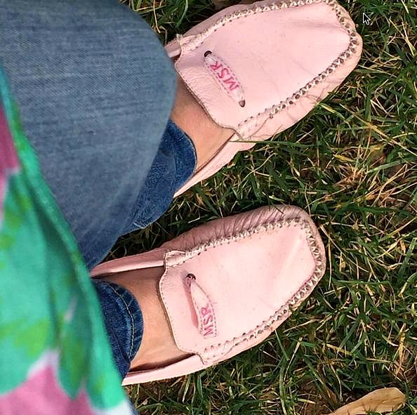 Top 5 Preppy Fashion Pieces for Stylish College Women - My favedriving mocs | thepinkmonogram.com